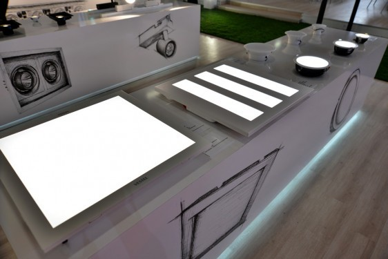"""Vestel Alfa Serisi Panel """"LED&Lighting Fuarı""""nda müşterilerle buluştu"""
